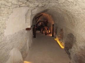 L'ambulacra sotto la cavea ormai inglobata nelle case sovrastanti