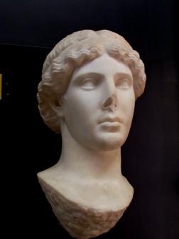 Atena, marmo pentelico da Pozzuoli, Museo Archeologico di Baia