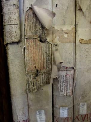 Libro con fori da scheggia, Biblioteca Capitolare di Verona