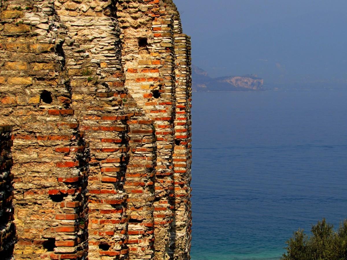 Il lago e la sua villa, le Grotte di Catullo!
