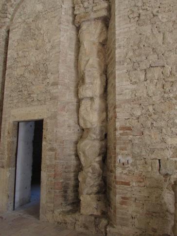 Colonna riutilizzata - Basilica di San Salvatore - Spoleto