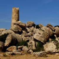 Le Cave di Cusa, dove nacque uno dei più grandi templi del mondo greco. The quarries of Cusa.