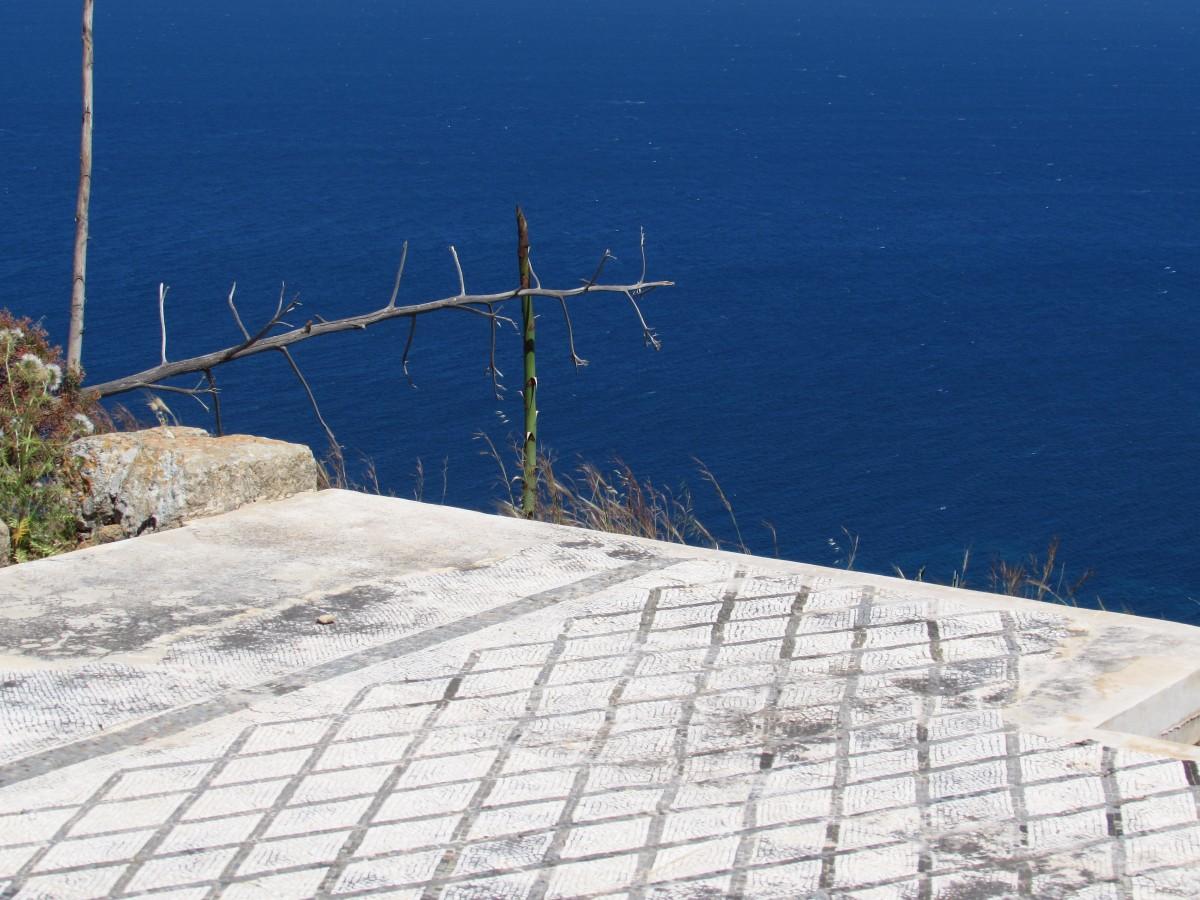 Solunto, la città punica greco-romana imprigionata tra cielo e mare.