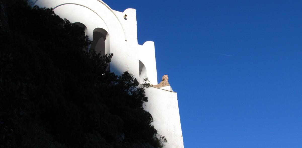 Villa San Michele: da Tiberio alla Svezia sotto lo sguardo di una Sfinge.